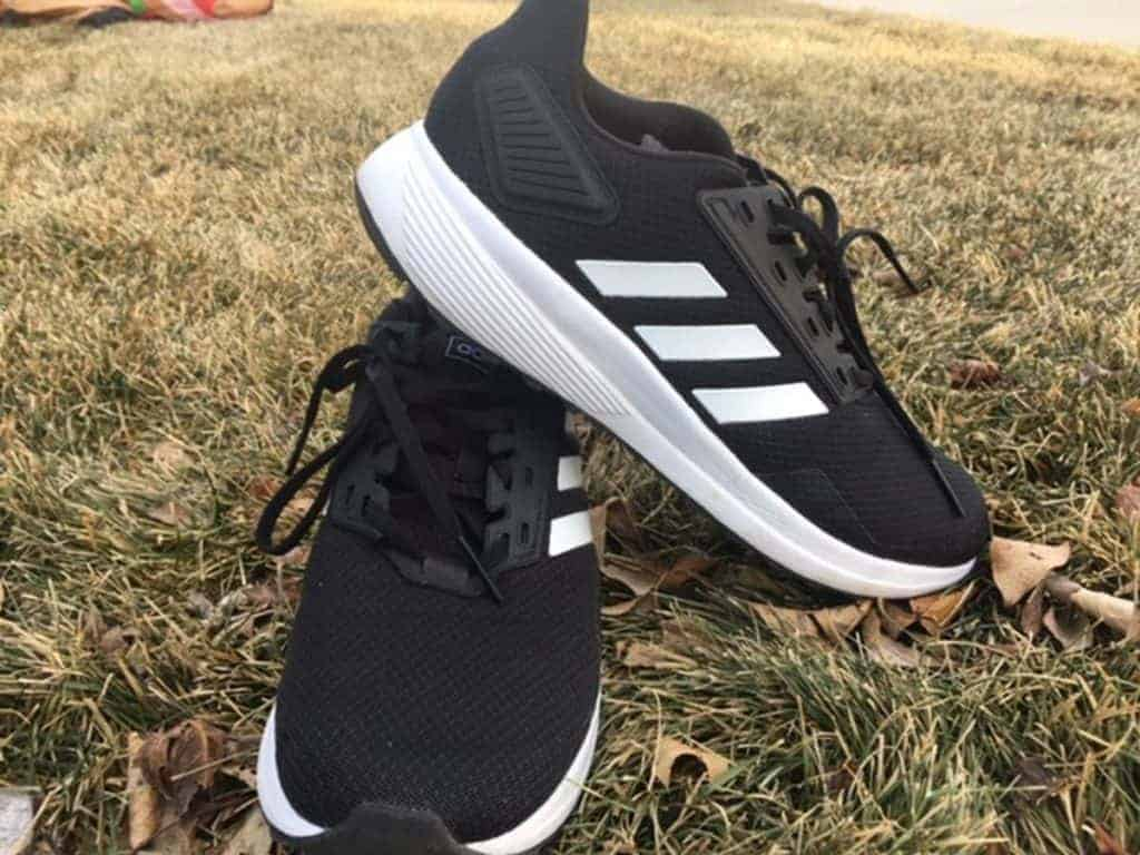Пара кроссовок Adidas Duramo 9