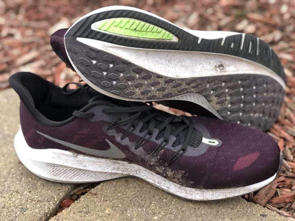 Nike Zoom Vomero 14 - пара кроссовок