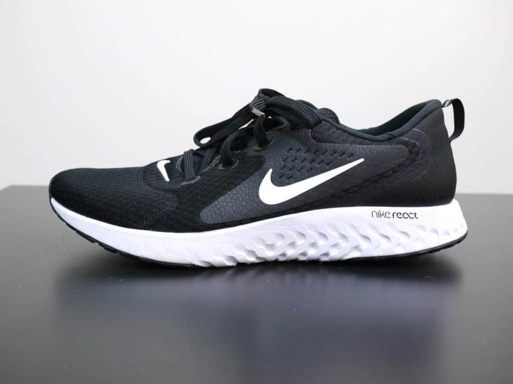 Nike Legend React - внешняя сторона вид сбоку