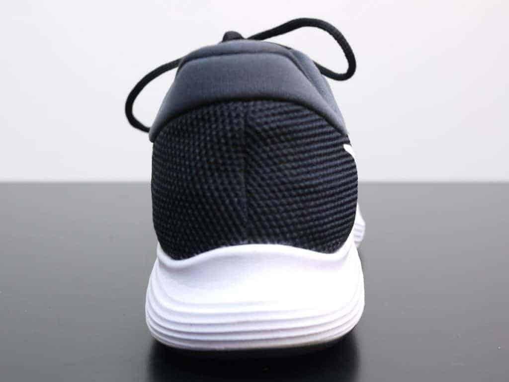 Nike Revolution 4 - пятка