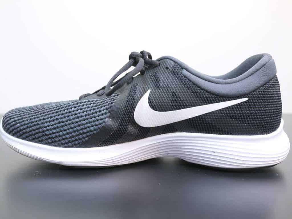 Nike Revolution 4 - сбоку