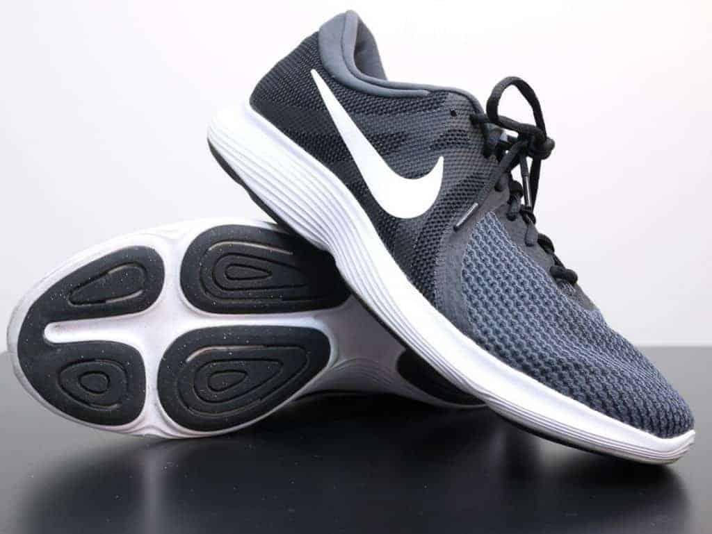 Nike Revolution 4 - пара