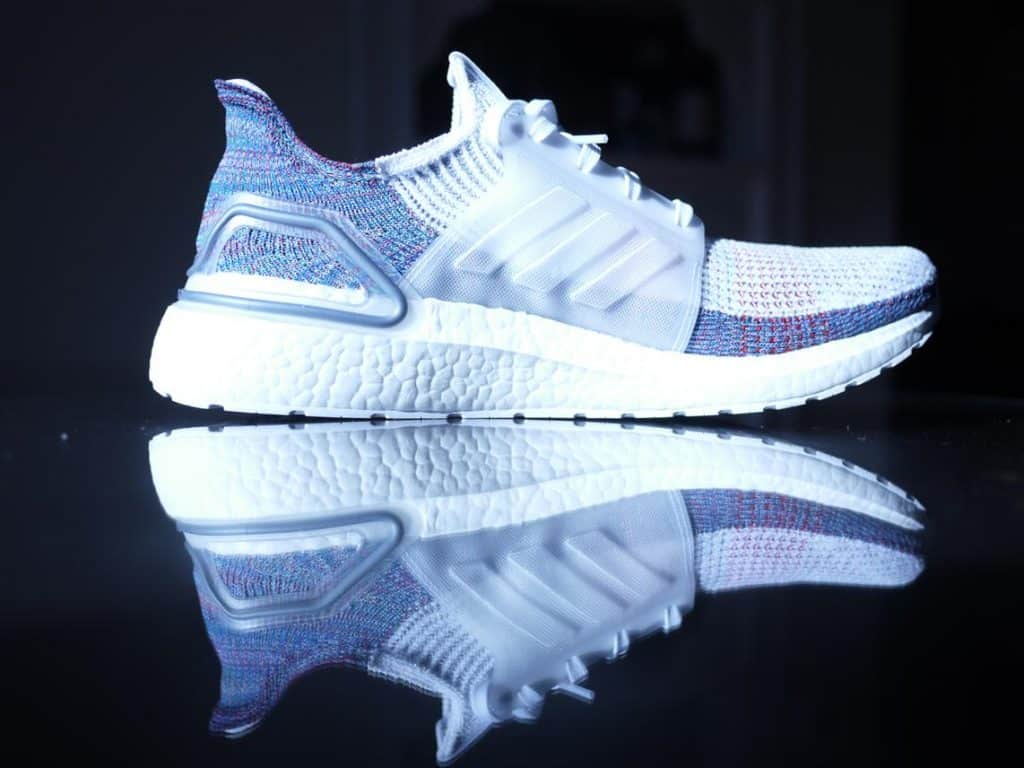 Adidas UltraBoost 19 - вид сбоку