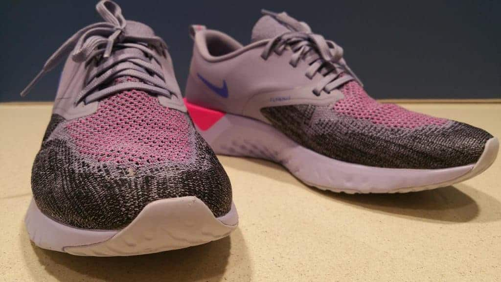 Nike Odyssey React 2 Flyknit - вид спереди