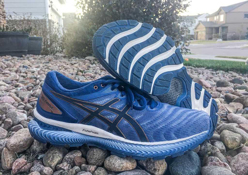 Asics Gel Nimbus 22 - пара кроссовок