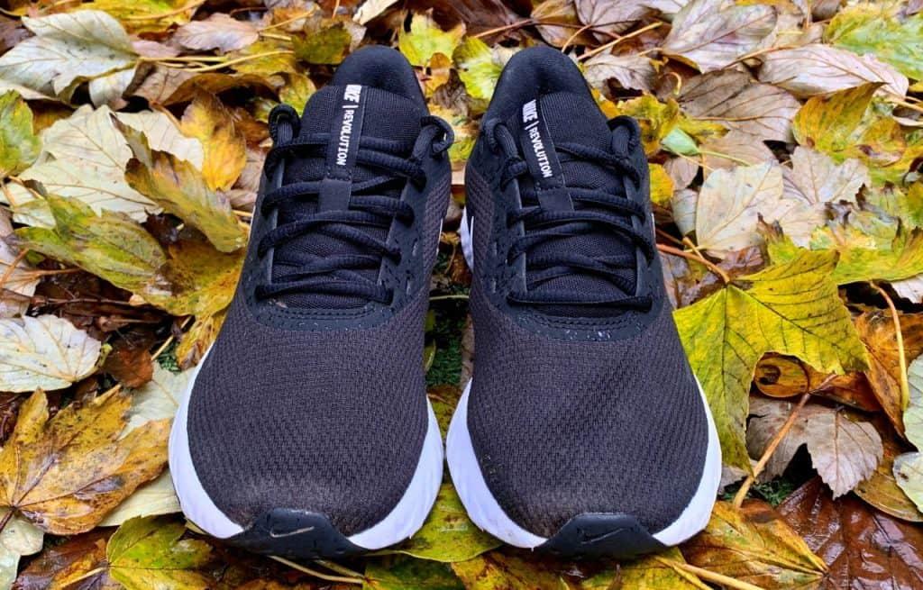 Nike Revolution 5 - Вид спереди