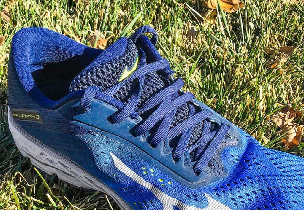 Mizuno-Wave-Shadow-3-Closeup