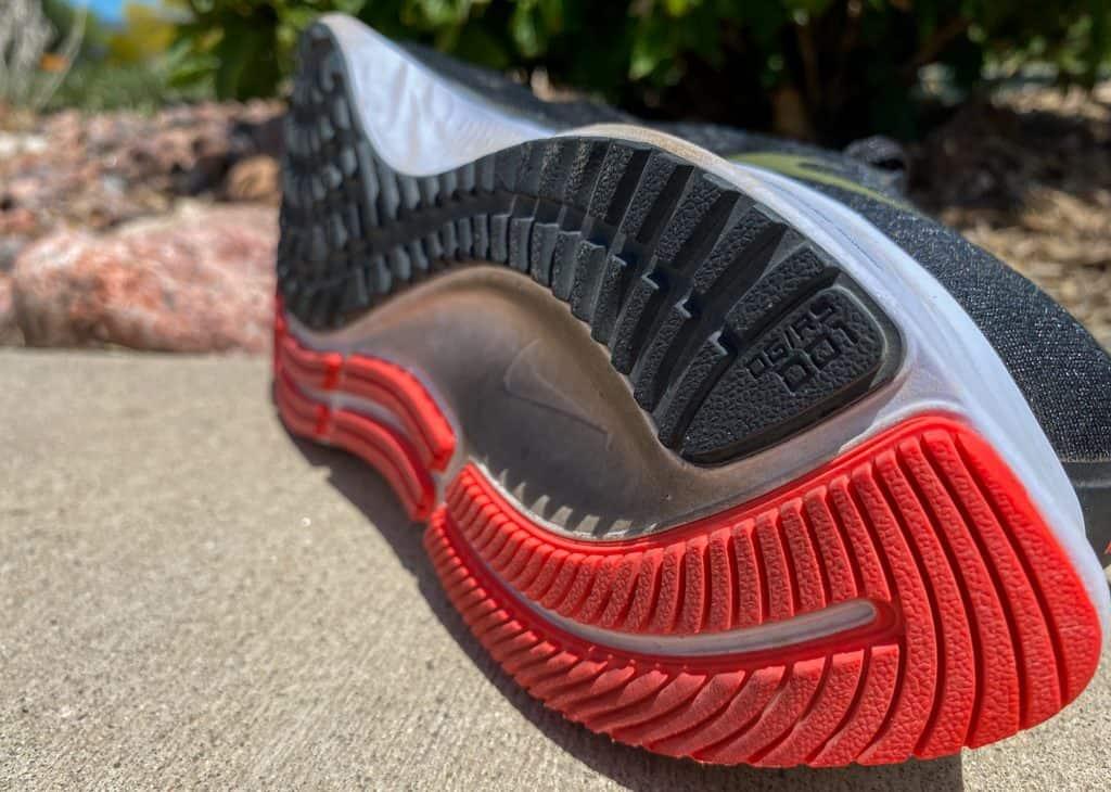 Nike Zoom Pegasus 37 - вид на протектор сбоку